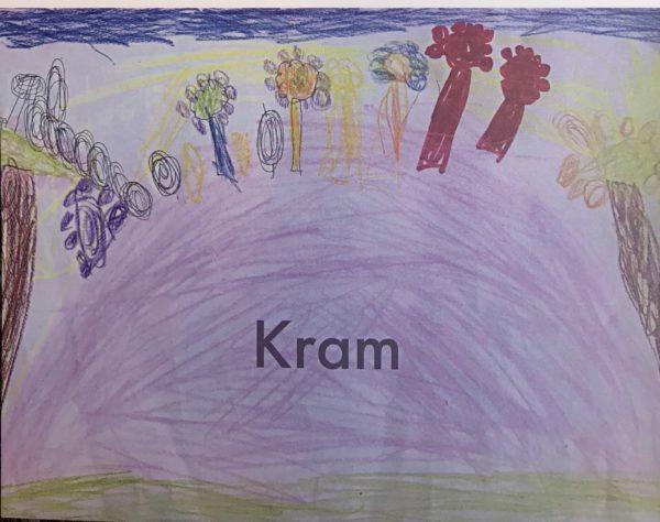 """Ett kort skapat av våra unga konstnärer, med texten """"Kram"""". Motivet är färglatt med blommor, träd och en himmel i bland annat lila, bruna, gula färger."""