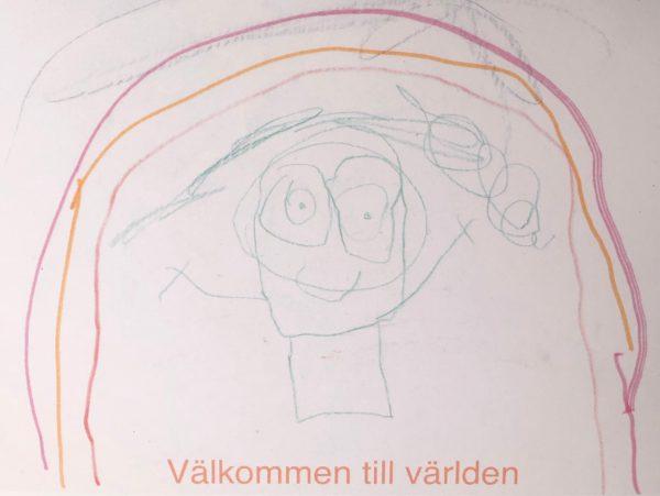 """Ett kort skapat av våra unga konstnärer, med texten """"Välkommen till världen"""". Motivet är en barn med långt hår som står under en rosa/orange regnbåge."""
